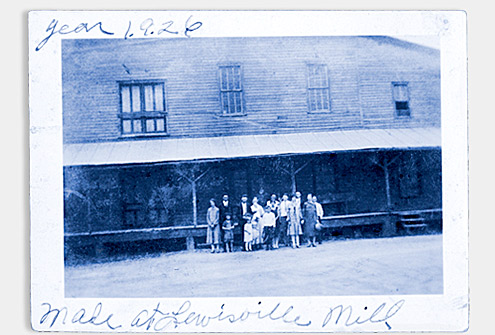 Deb Phillips' family, the Jennings family, standing in front of the mill in 1926.