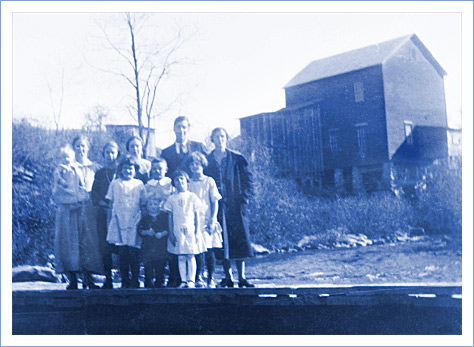 Jennings family at mill on Chestnut Creek near Galax, Virginia.
